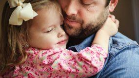 Ένα πολύ τρυφερό αντίο στη μαμά από μπαμπά και κόρη...