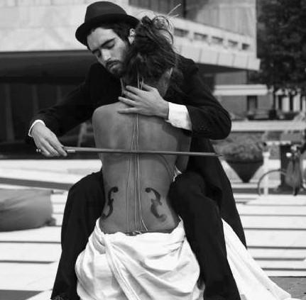 Ο περίεργος άντρας με το βιολί