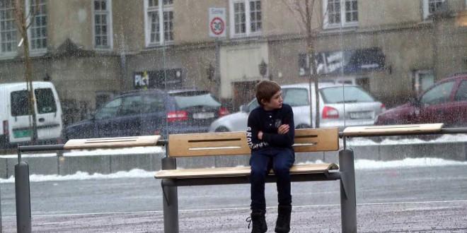 Θα βοηθούσες ένα αγόρι που κρυώνει; ΣΥΓΚΛΟΝΙΣΤΙΚΟ VIDEO! ΠΡΕΠΕΙ ΝΑ ΤΟ ΔΕΙΤΕ!