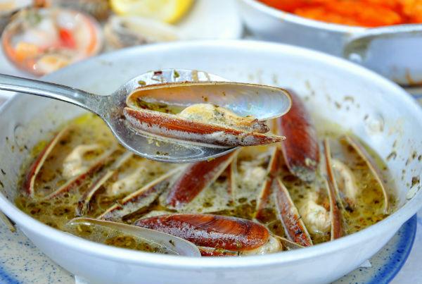 Σαγανάκι! 4 συνταγές  με θαλασσινά που θα σας ξετρελάνουν!