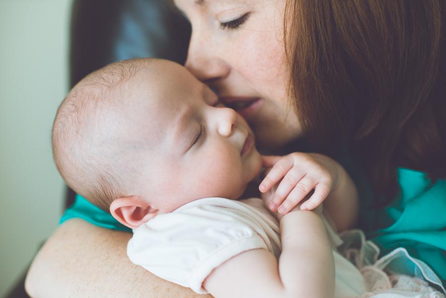 Η απάντηση ενός μπαμπά: Τι κάνει η μαμά που μένει σπίτι με τα παιδιά; Τα ΠΑΝΤΑ!