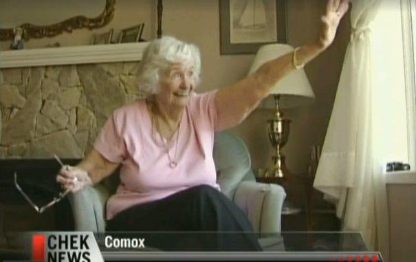 Η ευχάριστη έκπληξη των μαθητών στην ηλικιωμένη γυναίκα