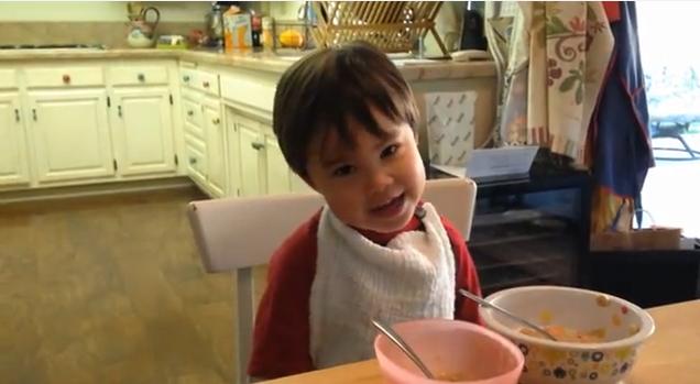 3χρονοs σούπερ-ήρωαs μας μαγεύει με τις υπερφυσικές του δυνάμεις!(Video)