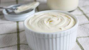 Φτιάξτε σπιτική κρέμα γάλακτος με δυο υλικά!