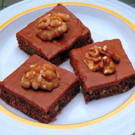 4 Συνταγές για  ευκολα γλυκακια με καρυδα