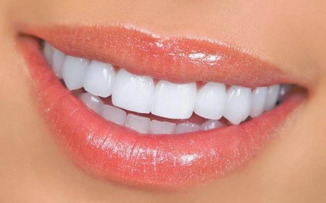 Οι 4 τροφές που λευκαίνουν τα δόντια αν τις τρώτε πρωί!