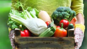 Πώς να πλένετε σωστά τα πιο επικίνδυνα φρούτα και λαχανικά