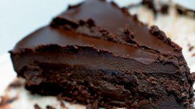 Black beast : Γλυκό σοκολάτας με γκανάζ χωρίς γλουτένη