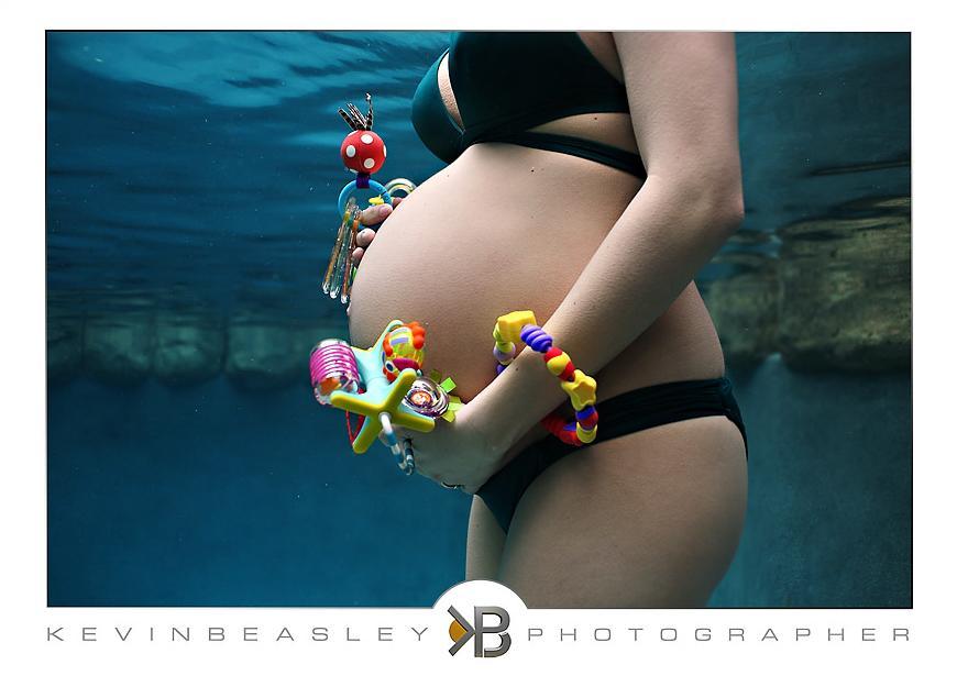 17 Υπέροχες φωτογραφίες εγκύων κάτω από το νερό!!!!