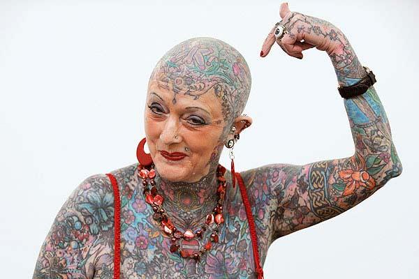 Η γυναίκα με τα περισσότερα τατουάζ στον κόσμο!