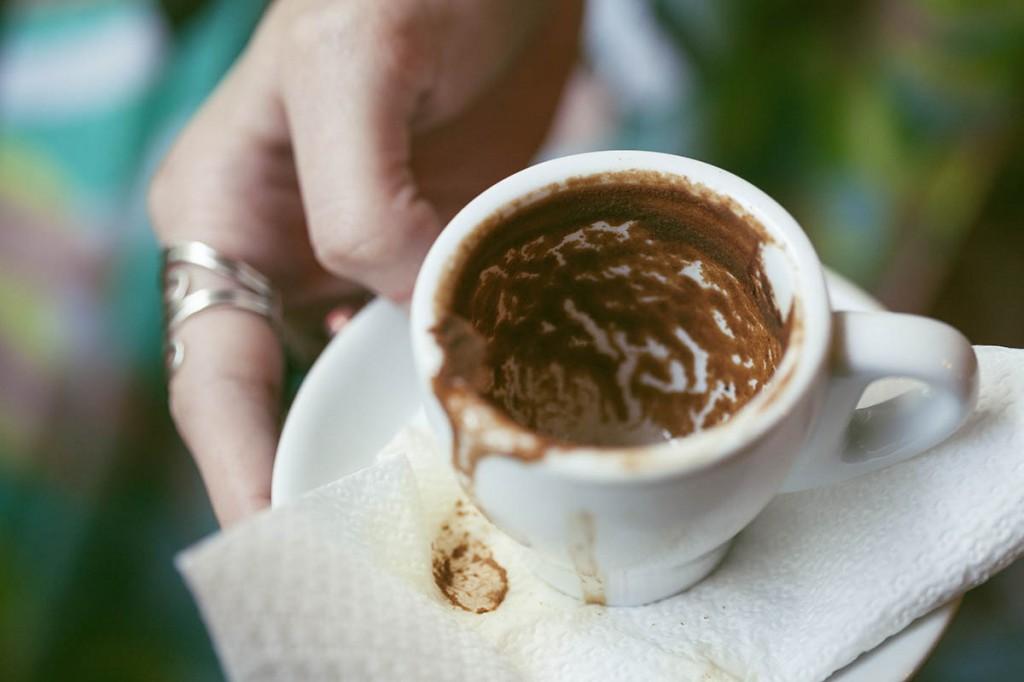 Πώς διαβάζουν το φλυτζάνι του καφέ οι ειδικοί.Τι σημαίνουν τα σύμβολα