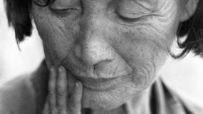 Η απίστευτη ιστορία της Κινέζας ρακοσυλλέκτριας η οποία κατάφερε  να σώσει και να αναθρέψει 30 εγκαταλελειμμένα μωρά!