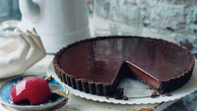 Πανεύκολη τάρτα σοκολάτας με 4 μόνο υλικά