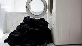 To μυστικό για να μην ξεβάφουν τα μαύρα σας ρούχα!