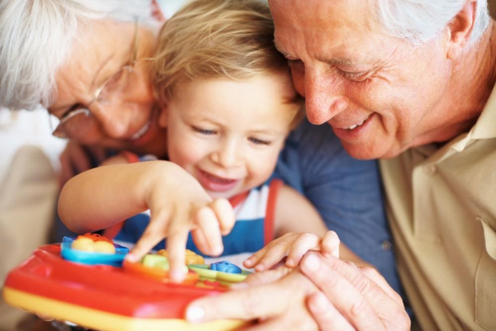 Γιατί τα παιδιά λατρεύουν τη γιαγιά και το παππού?