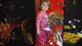 Aelita Andre, η 6χρονη ζωγράφος που ζωγράφιζε πριν μπορέσει να περπατήσει! (ΒΙΝΤΕΟ)