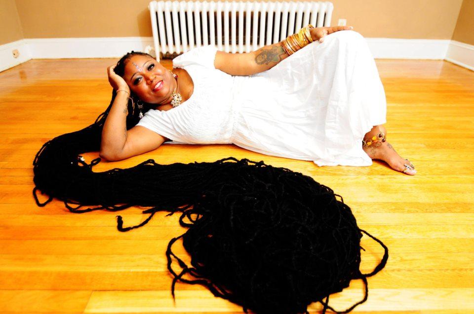 Δείτε την γυναίκα με τα πιο μακριά ράστα μαλλιά στον κόσμο!! (ΒΙΝΤΕΟ)