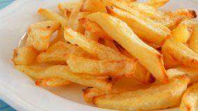 Θέλεις να πάρεις τη νοστιμιά που έχουν οι τηγανιτές πατάτες χωρίς να φορτωθείς τις θερμίδες ? Δες τη συνταγή!