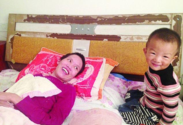 2χρονος έσωσε τη μητέρα του  (ΦΩΤΟΓΡΑΦΙΕΣ)