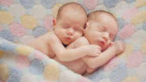 Ιατρικό θαύμα: Γεννήθηκαν στην Ελλάδα δίδυμα με οχτώ μέρες διαφορά! [βίντεο]