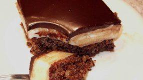 Λαχταριστη Καρυδόπιτα με κρέμα και γλάσο σοκολάτας