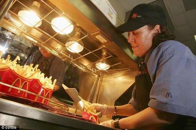 Εργαζόμενοι σε Fast Food αποκαλύπτουν τι δεν θα έτρωγαν ποτέ από το μενού