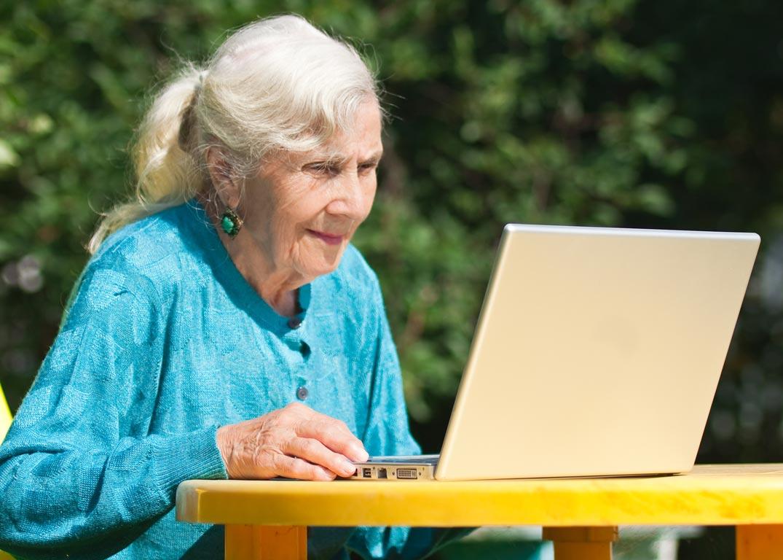 Επιστολή 96χρονης δανειολήπτριας σε τράπεζα που πραγματικά τα… σπάει!