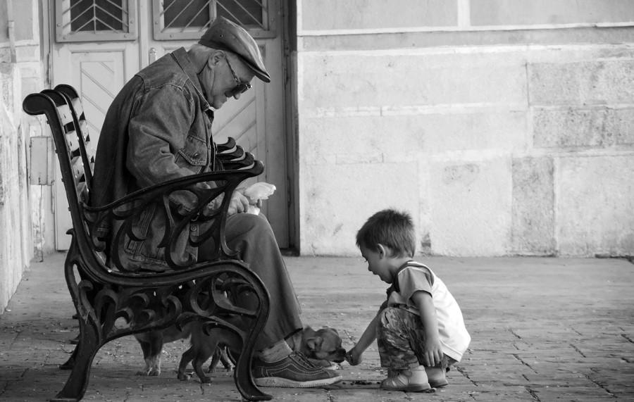 Το μικρό αγόρι και ο γέρος άντρας...Θα κλαψετε