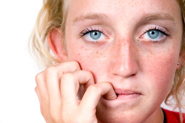 10 συνήθειες  στην καθημερινότητά που μας κάνουν κακό και μπορεί να προκαλέσουν προβλήματα στην υγεία μας.