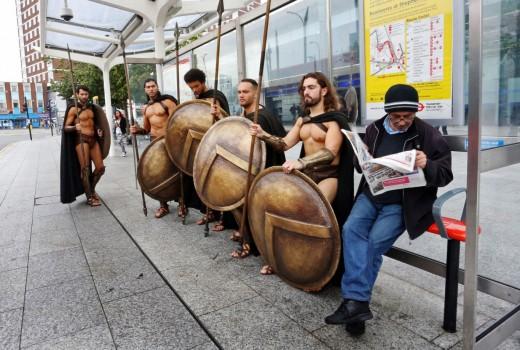This is Sparta! Σπαρτιάτες πολεμιστές στο … μετρό του Λονδίνου (εικόνες)