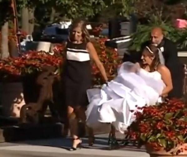 Στοίχημα ότι θα κλάψετε: Η υπέροχη έκπληξη μιας ΠΑΡΑΛΥΤΗΣ Νύφης στο σύζυγό της (ΒΙΝΤΕΟ)