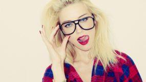 Φοράς γυαλιά μυωπίας;Δες τα 7 Mυστικά για τέλειο make up look!