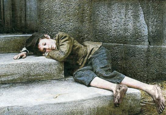 Αληθινή ιστορία: Ένα φτωχό αγόρι χτύπησε μια πόρτα για να ζητήσει φαγητό. Αυτός που του άνοιξε…
