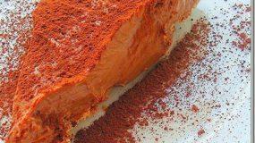Απόλαυση χωρίς θερμίδες! Τούρτα σοκολάτα-μπισκότο με μόνο 4 υλικά!