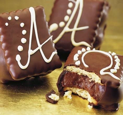 Πεντανόστιμα παστάκια σοκολάτας με μπισκότα πτι-μπερ! Σοκολατένια παινδεσία γεύσεων !