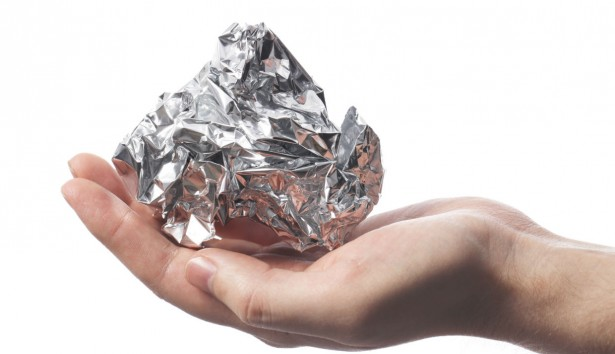 Τι κάνει το αλουμινόχαρτο μέσα στο ταψί;
