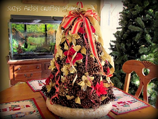 24 Awesome Pine Cone Christmas Crafts: Rustic Pine Cone Christmas Tree