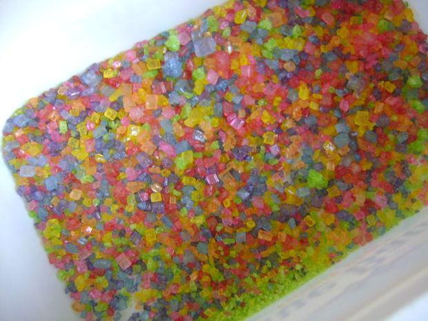 Φτιάχνουμε χρωματιστή ζάχαρη για να στολίσουμε τα χριστουγεννιατικα γλυκά μας!