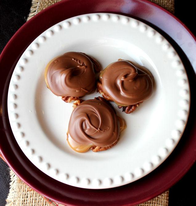 Πανευκολα σοκολατακια για τα Χριστουγεννα με τρια υλικα!