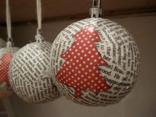 Φτιάξτε πανέμορφα Χριστουγεννιατικα στολίδια από περιοδικά και εφημερίδες!