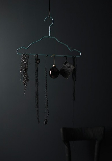 A Simple Painted Clothes Hanger for Hanging Seasonal Decorations