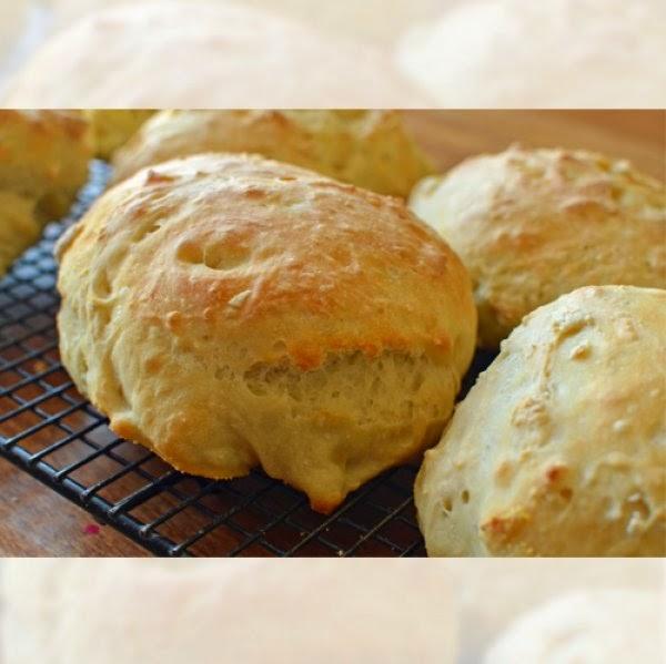 Η απόλυτη φουρνιστή λιχουδιά:Αφράτα ψωμάκια πατάτας!