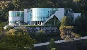 Δε'ιτε το απίστευτο σπίτι του Τζάνστιν Μπίμπερ.Είναι όλο από γυαλί!