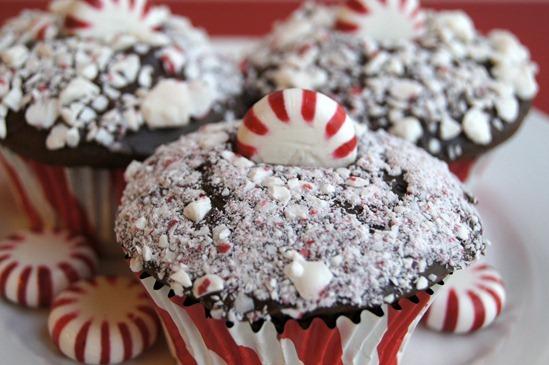 Chocolate-Candy-Cane-Cupcakes.jpg