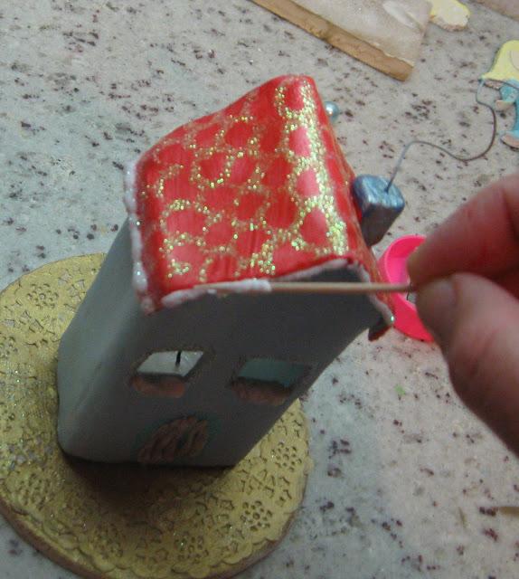 Φτιαξτε πανεμορφα Χριστουγεννιάτικα σπιτάκια και γουρια  από πηλό