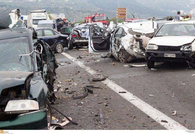 Μια νεκρή και 2 πολυτραυματίες από την καραμπόλα με δεκάδες οχήματα στο Σχηματάρι