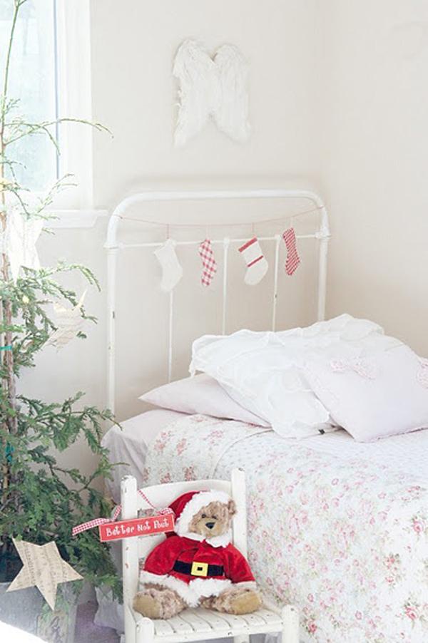white chritmas bedrooms 15 Christmas Kids Bedroom Ideas