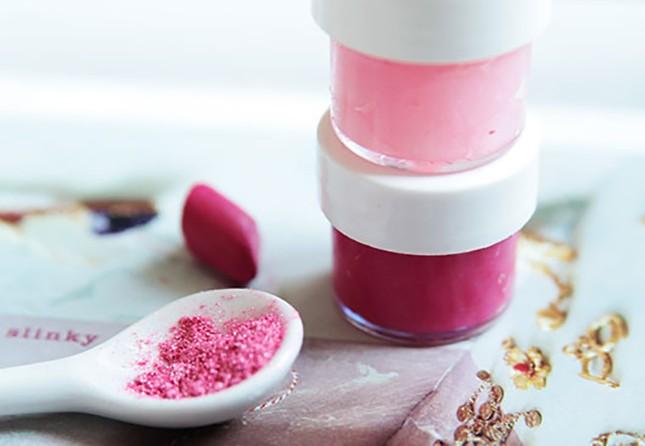 Φτιαξε το πιο εύκολο σπιτικό lip gloss με δυο μονο υλικα