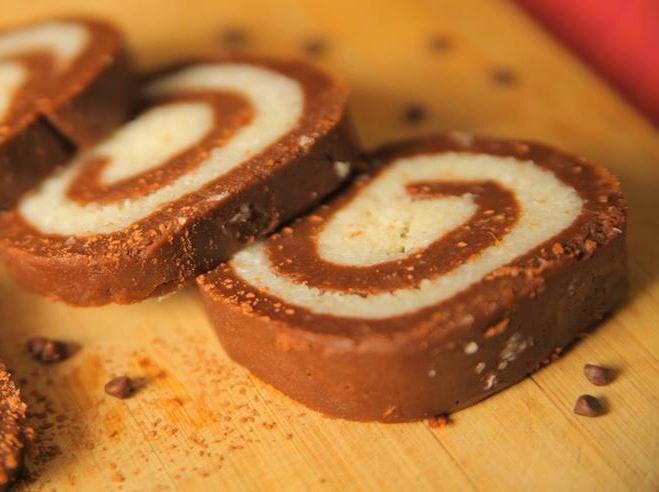Νόστιμο γλυκάκι καρύδας με επικάλυψη σοκολάτας!