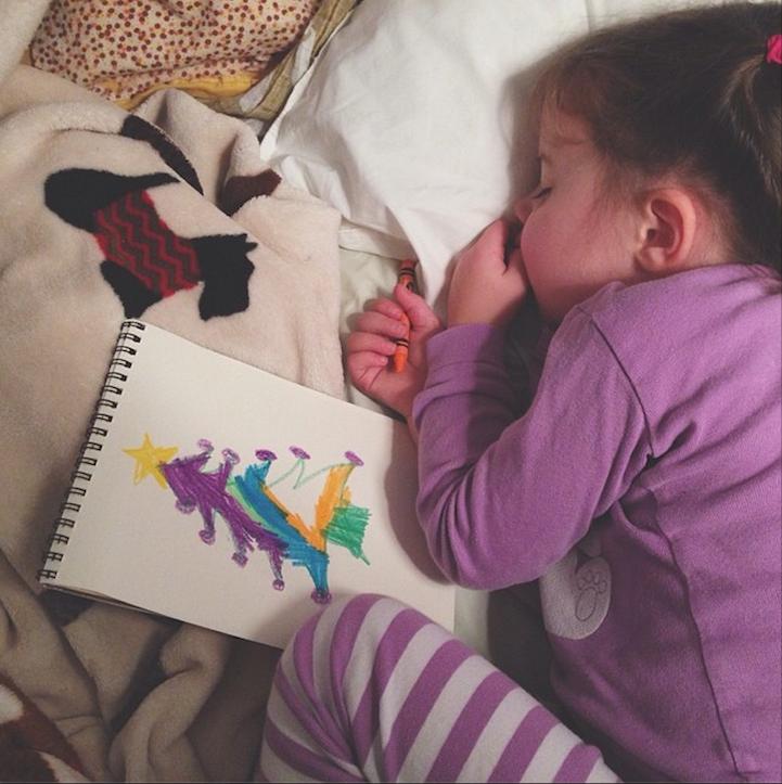 Γνωρίστε τη Roozle!Το τετράχρονο κορίτσακι που ζωγραφίζει μέχρι να αποκοιμηθεί!